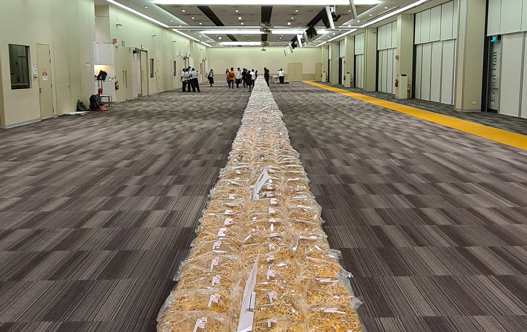 70m-long bread chain